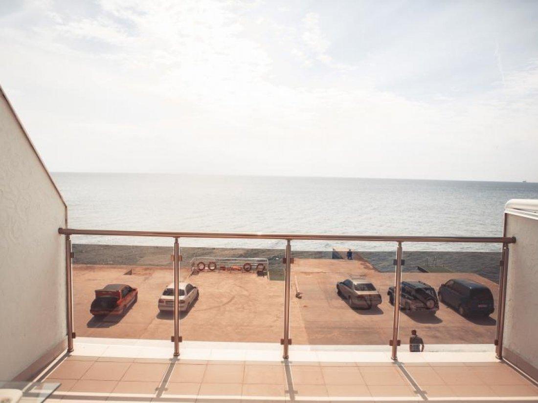 Отель Первая Линия, Номер Люкс с видом на море - фото 6