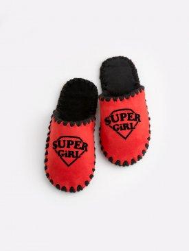 Детские домашние тапочки Super Girl красные закрытые, Family Story - 1