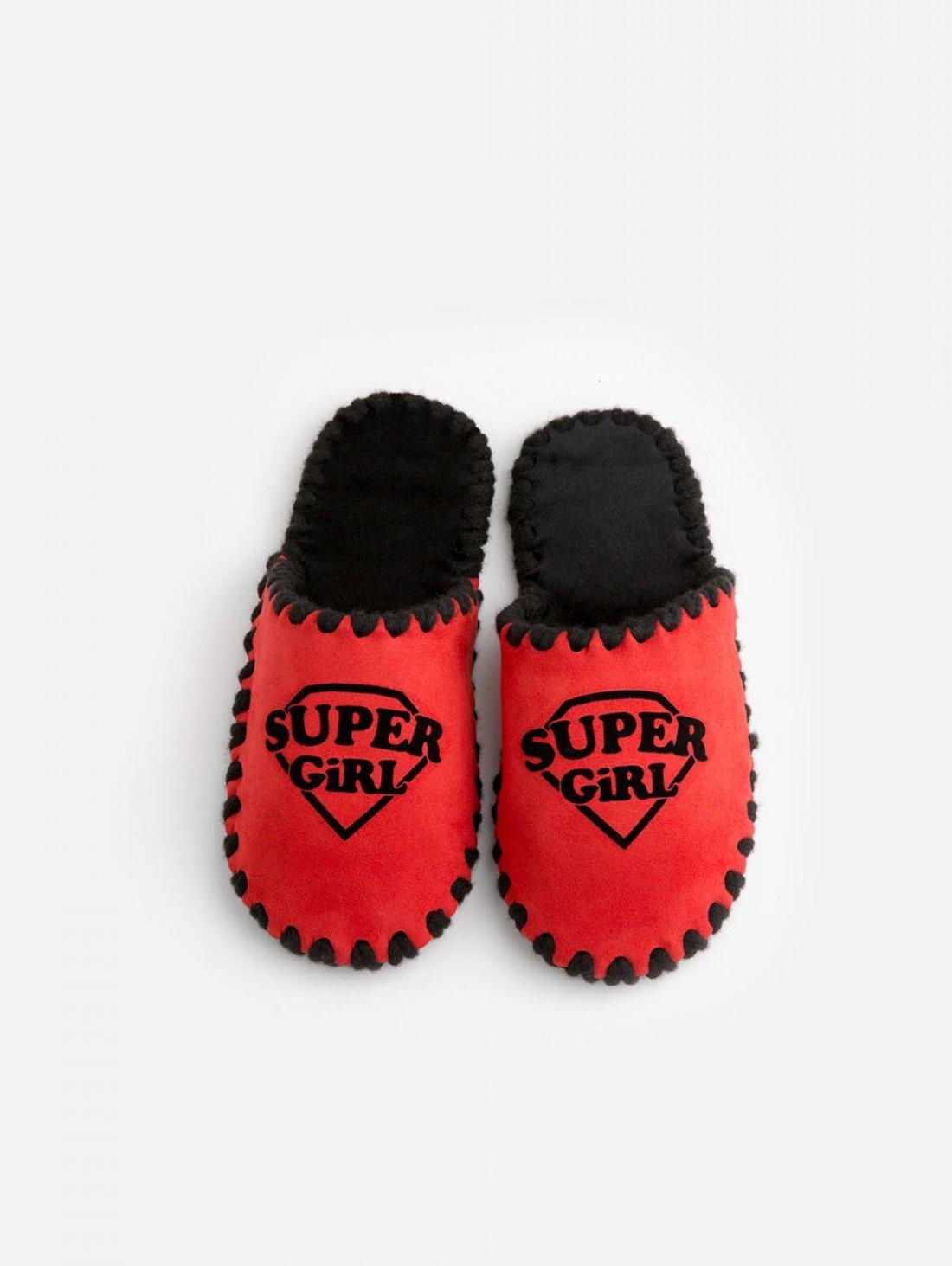 Детские домашние тапочки Super Girl красные закрытые, Family Story - 3