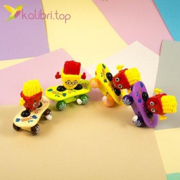 Заводная игрушка картошка фри на скейте, оптом - фото 1